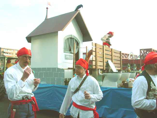 2002-02-28-sf-fasnacht-piraten-holzsteg-007