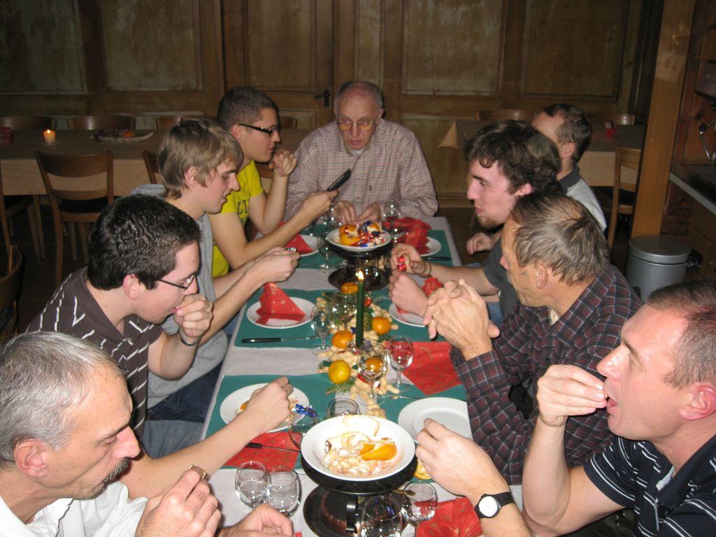 2010-11-26-sf-chlausabend-hof-bollingen-029